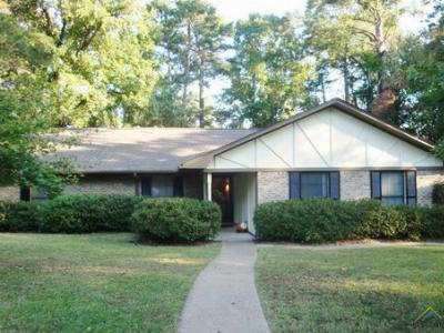 Single Family Home Sold: 3814 Pine Manor