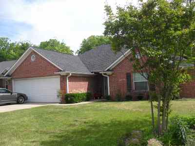 Lindale Single Family Home For Sale: 403 Husky Dr.