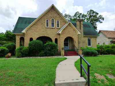 Mt Pleasant TX Single Family Home For Sale: $185,000