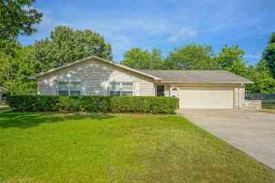 Longview Single Family Home For Sale: 909 Joanie