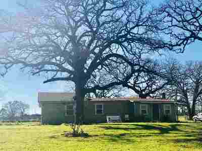 Palestine TX Single Family Home For Sale: $169,000