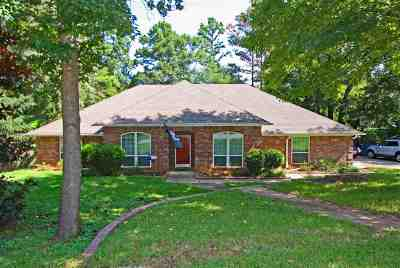 Whitehouse Single Family Home For Sale: 320 Royal Circle
