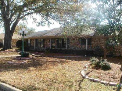 Mt Pleasant TX Single Family Home For Sale: $154,000