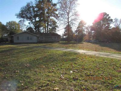 Waskom TX Single Family Home For Sale: $155,000