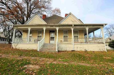 Big Sandy Single Family Home For Sale: 104 W Gilmer St