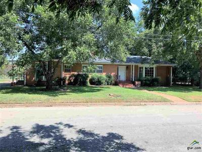 Single Family Home Option Pending: 1102 Deaton