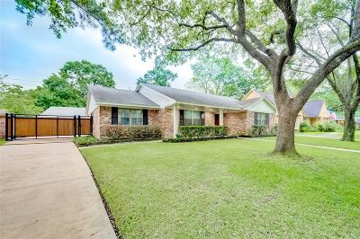 Houston Single Family Home For Sale: 2111 Widdicomb Court