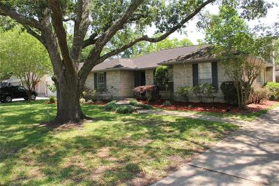 Friendswood Single Family Home For Sale: 5339 Appleblossom Lane