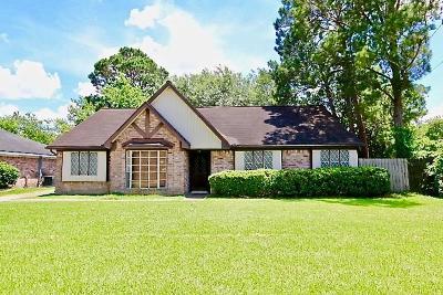 Sugar Land Single Family Home Pending: 13935 Oakwood Lane
