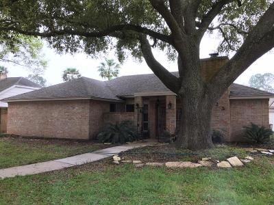 Single Family Home For Sale: 15723 Sandy Hill Drive