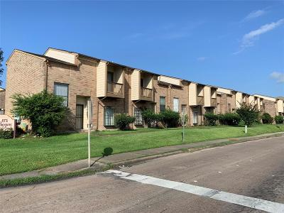 Houston Condo/Townhouse For Sale: 9803 Club Creek Drive #173