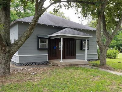 Columbus TX Single Family Home For Sale: $177,500