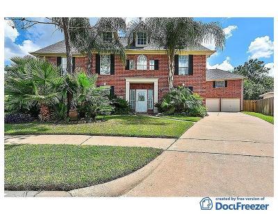 Friendswood Single Family Home For Sale: 2400 Daytona Court