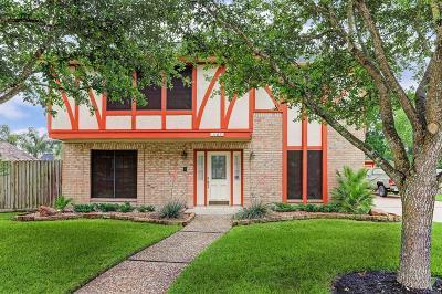 Friendswood Single Family Home For Sale: 1107 Middlecreek Street