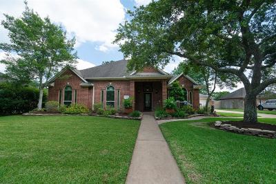 Friendswood Single Family Home For Sale: 2309 Sarasota Drive