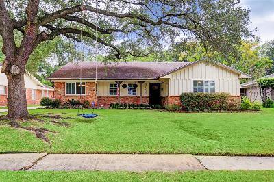 Houston Single Family Home For Sale: 5006 Creekbend Drive