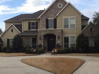Friendswood Single Family Home For Sale: 20 Falling Leaf Court