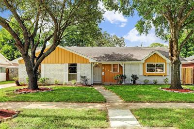 Houston Single Family Home For Sale: 8219 Coastway Lane