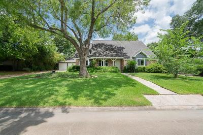 Friendswood Single Family Home For Sale: 907 Riverside Court