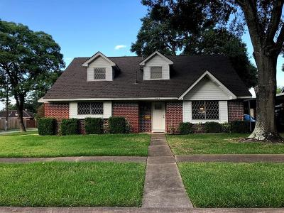 Pasadena Single Family Home For Sale: 2211 Peach Lane
