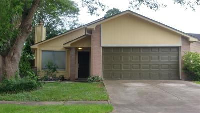 Sugar Land Single Family Home For Sale: 10730 Highland Woods Drive
