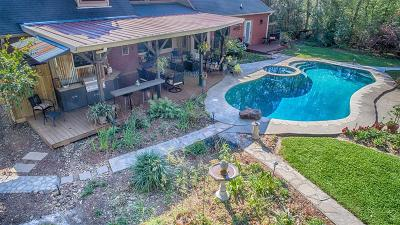 Huffman Single Family Home For Sale: 303 Vista Del Lago Drive
