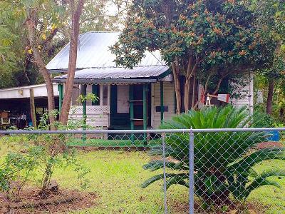 Hallettsville Single Family Home For Sale: 421 N La Grange Street