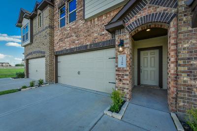Rosenberg Condo/Townhouse For Sale: 3411 Harvest Meadow Lane