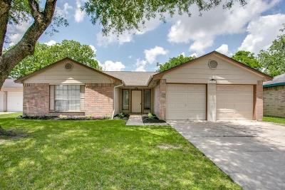 Friendswood Single Family Home For Sale: 2530 Wheelwright Lane