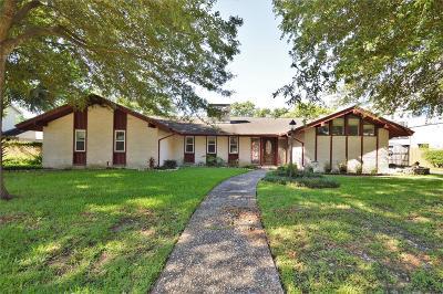 Single Family Home For Sale: 18230 Nassau Bay Drive
