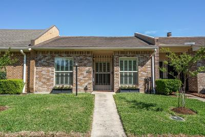 Bellaire Condo/Townhouse For Sale: 4432 Basswood Lane