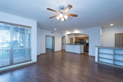 The Woodlands Condo/Townhouse For Sale: 6607 Lake Woodlands #114