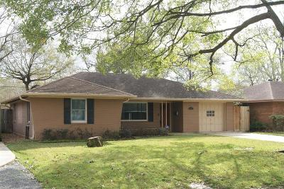 Oak Forest Single Family Home For Sale: 2215 Chantilly Lane