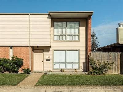 Galveston Condo/Townhouse For Sale: 7002 Lasker Drive