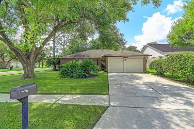 Friendswood Single Family Home For Sale: 17126 Coachmaker Drive
