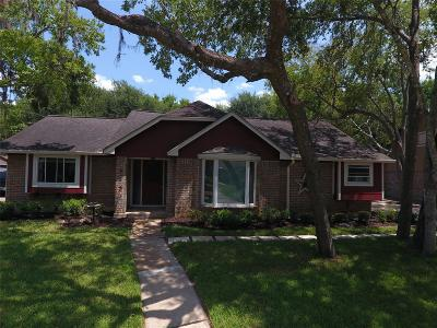 Friendswood Single Family Home For Sale: 5431 Appleblossom Lane
