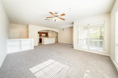 Spring Condo/Townhouse For Sale: 6607 Lake Woodlands Drive #423