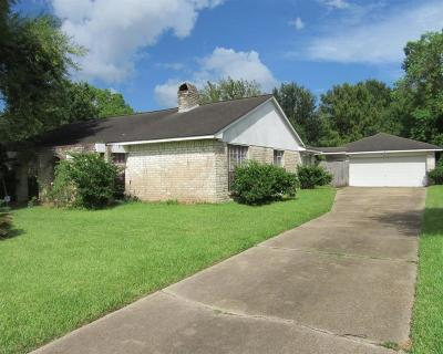 Friendswood Single Family Home For Sale: 507 W Castle Harbour Drive