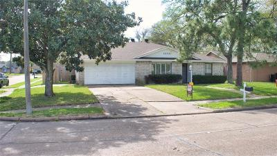 Friendswood Single Family Home For Sale: 16330 Blackhawk Boulevard
