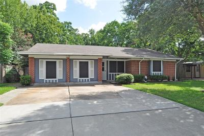 Friendswood Single Family Home For Sale: 413 Oak Vista Drive