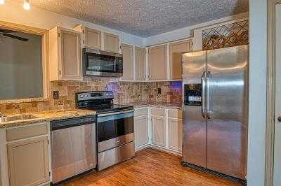 Pearland Condo/Townhouse For Sale: 3323 S Country Meadows Lane