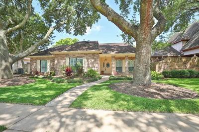 Sugar Land Single Family Home For Sale: 1019 Cardinal Avenue