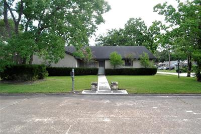 Friendswood Single Family Home For Sale: 909 Oak Vista Court