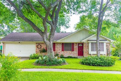 Friendswood Single Family Home For Sale: 15743 Wandering Trail