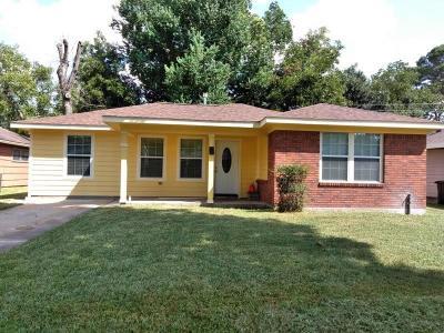 Houston TX Single Family Home For Sale: $145,900