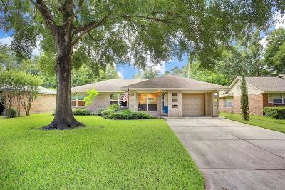Single Family Home For Sale: 2215 Bron Holly Drive Drive