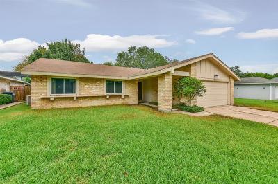 Sugar Land Single Family Home Pending: 10514 Gulfstream Lane