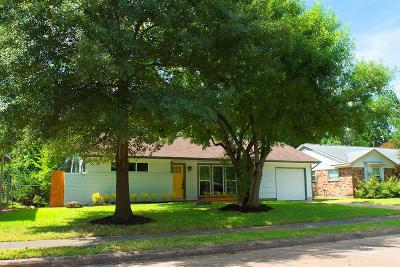 Oak Forest Single Family Home For Sale: 5811 Nina Lee Lane