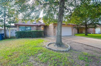 Single Family Home For Sale: 15727 Spruce Point Drive