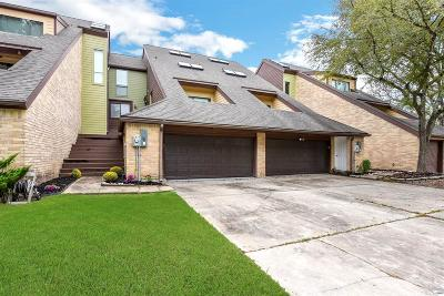 Friendswood Condo/Townhouse For Sale: 132 Moss Point Drive